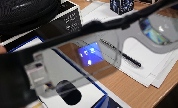 【周辺機器】一度は使ってみたいメガネ型ウェアラブルデバイス:EPSON MOVERIO